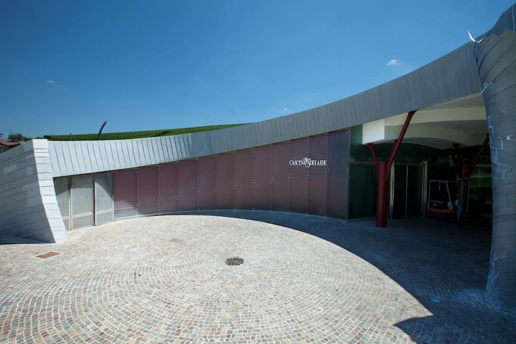 Cantina_barolo_wine-cellar