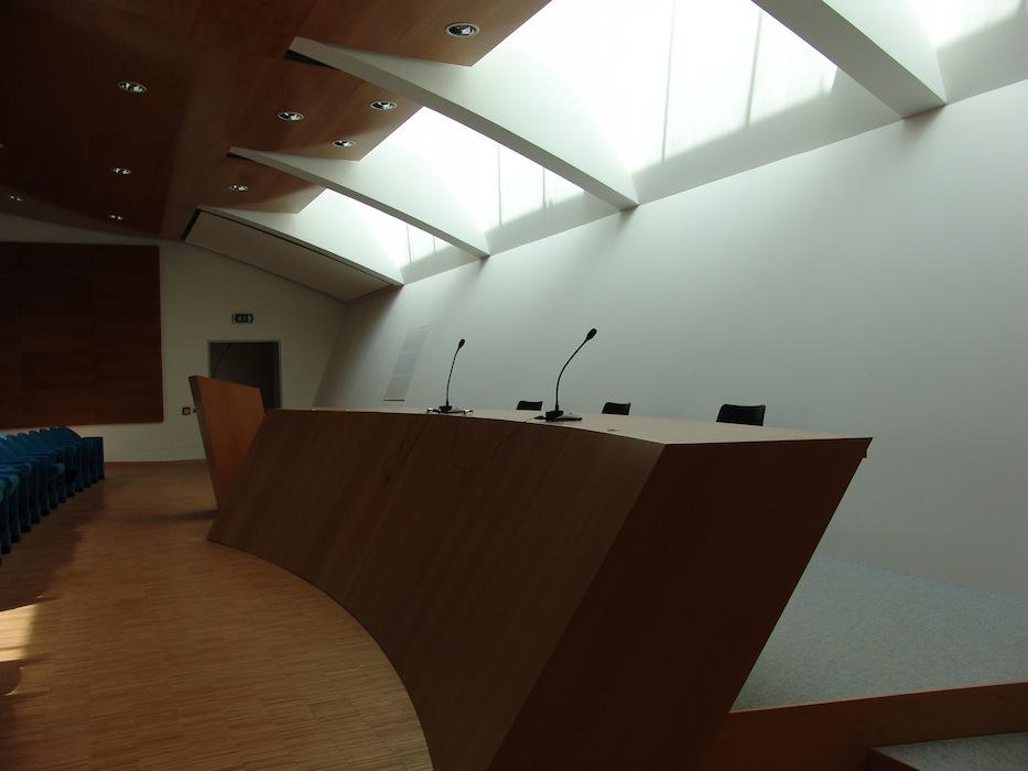 Altavilla_sala_conferenze_podio