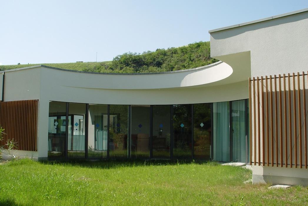Centro_diurno_vetrata_curva