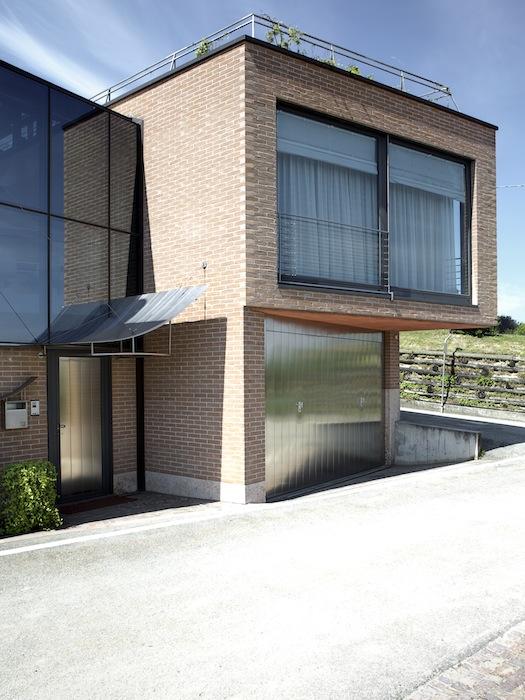 Casa_chiostro_vetrata_portone