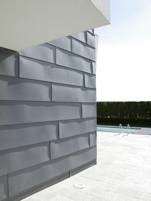 Casa_ricca_facciata_metallo