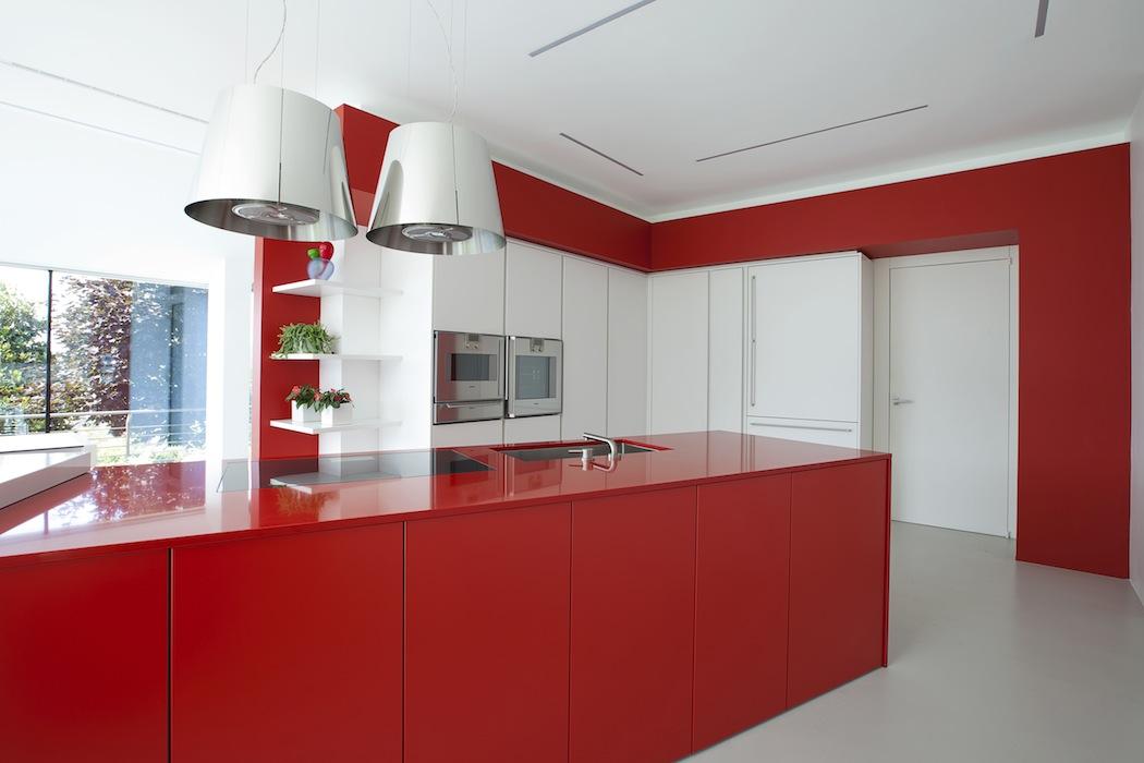 Cucina_interno_arredo_rosso